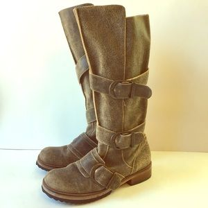 Gee WaWa Jim Barnier Moro Buckle Boots Distressed